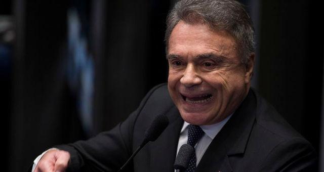 Brasília - O senador Álvaro Dias, fala durante o quinto dia de julgamento final do processo de impeachment da presidenta afastada, Dilma Rousseff, no Senado (Fabio Rodrigues Pozzebom/Agência Brasil)